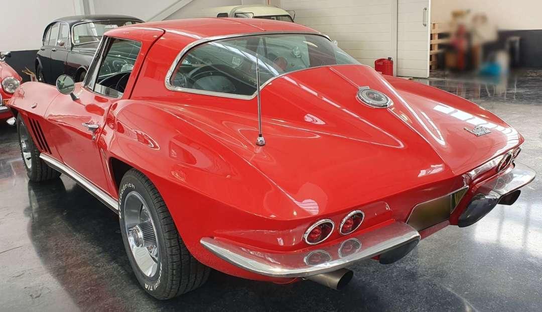 Chevrolet Corvette C2 Sting Ray 3/4 arrière gauche