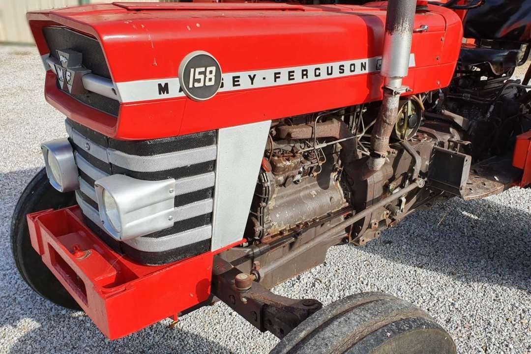 Massey Ferguson 158 de 1976 3/4 avant gauche