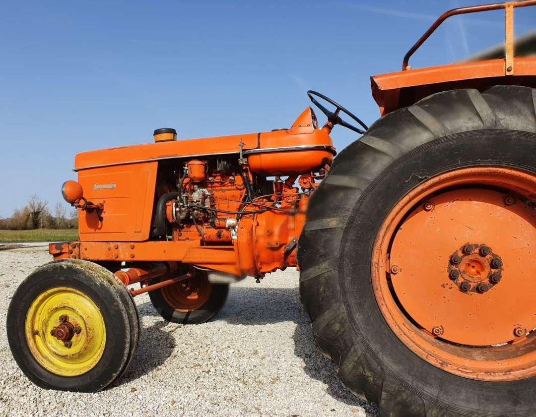 Tracteur Renault Super 5 R7054 latéral gauche
